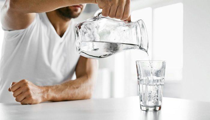 Sabah Uyanınca Su İçmeniz İçin 4 Geçerli Neden